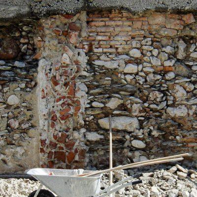 Mauer in Dreiheiligen