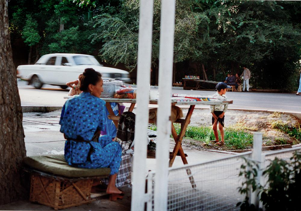 Straßenhändlerin in Bischkek