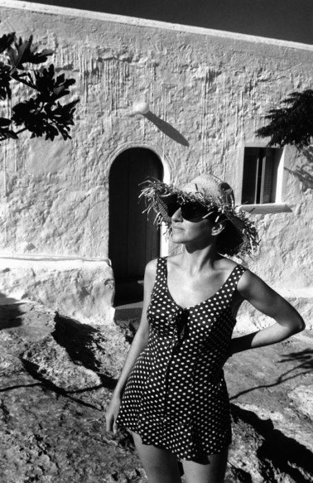 Badeanzug vor griechischem Haus auf Aegina